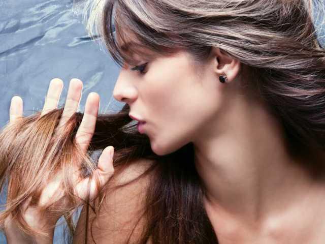 Уход за жирными волосами с сухими концами