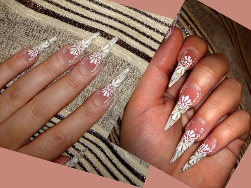 Белые ногти-стилеты