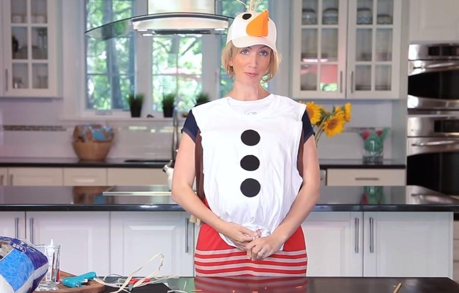 Костюм снеговика на маме