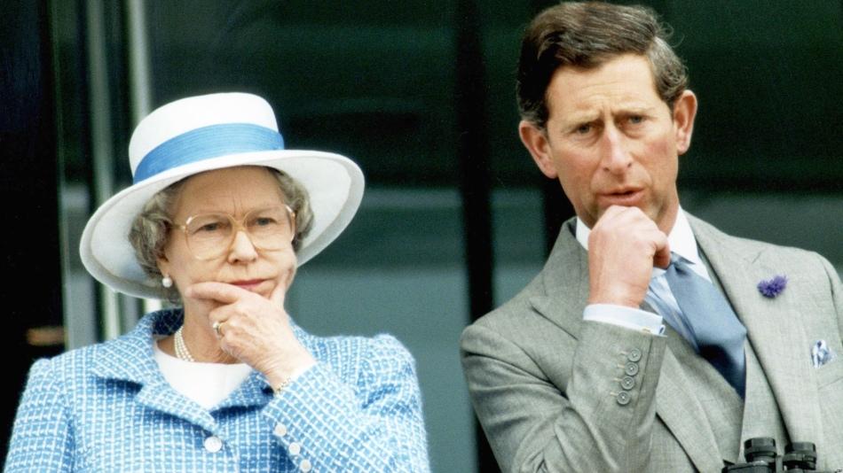 Королева великобритании елизавета ii с сыном