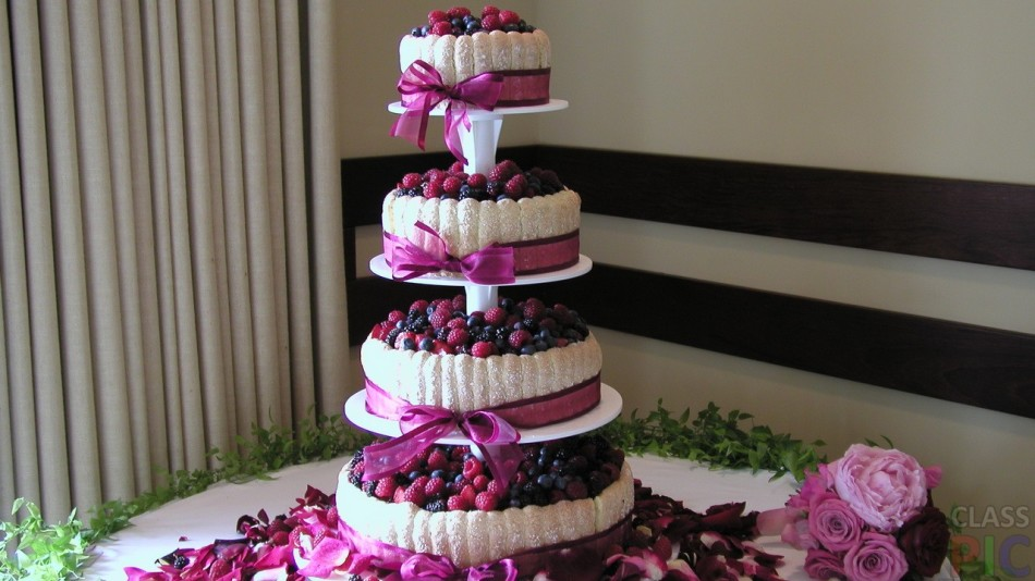 Форма и виды свадебных тортов. Как украсить свадебный торт фигурками, фруктами, шоколадом и живыми цветами?
