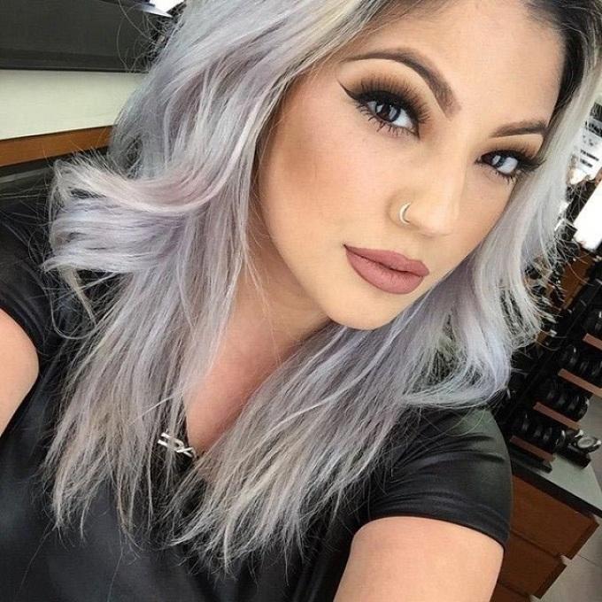 Кому подойдёт серый цвет волос