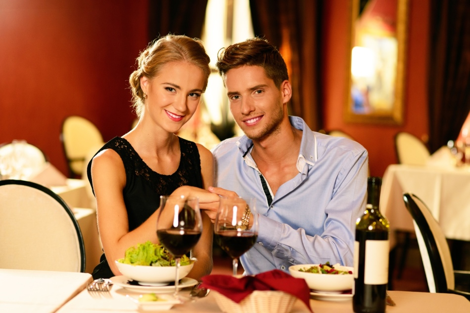 Секс за столиком ресторана