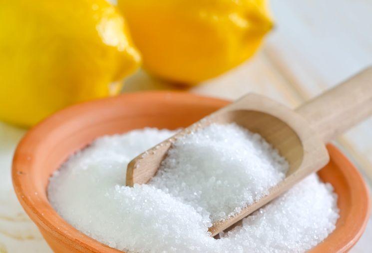 Лимонная кислота - прекрасное средство для отбеливания ногтевых пластин.