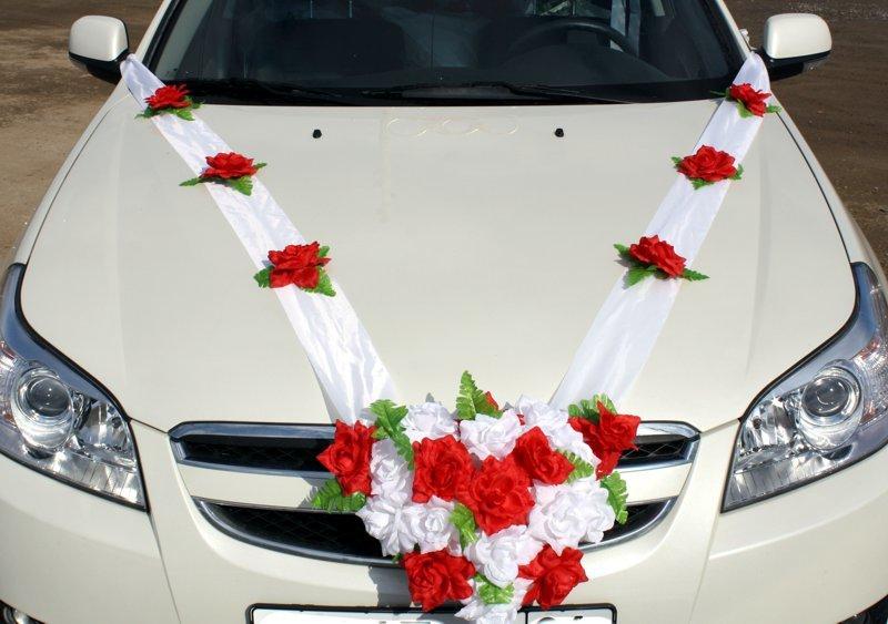 Как закрепить ткань на капоте свадебной машины, и прикрепить украшения?