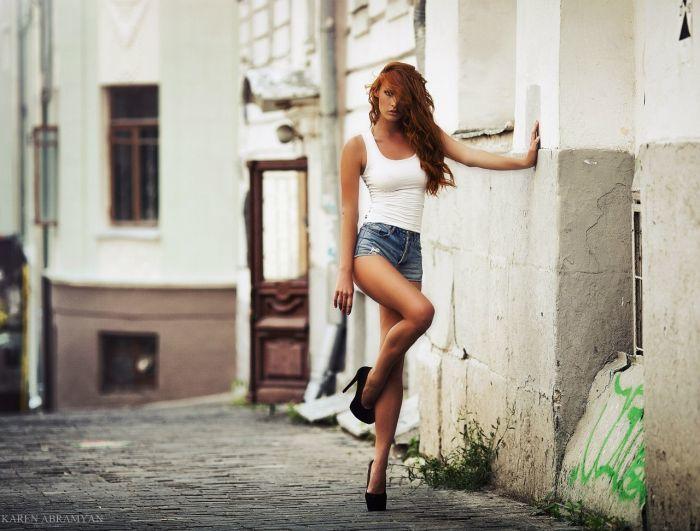 Нежная девушка красиво умеет позировать фото 170-29