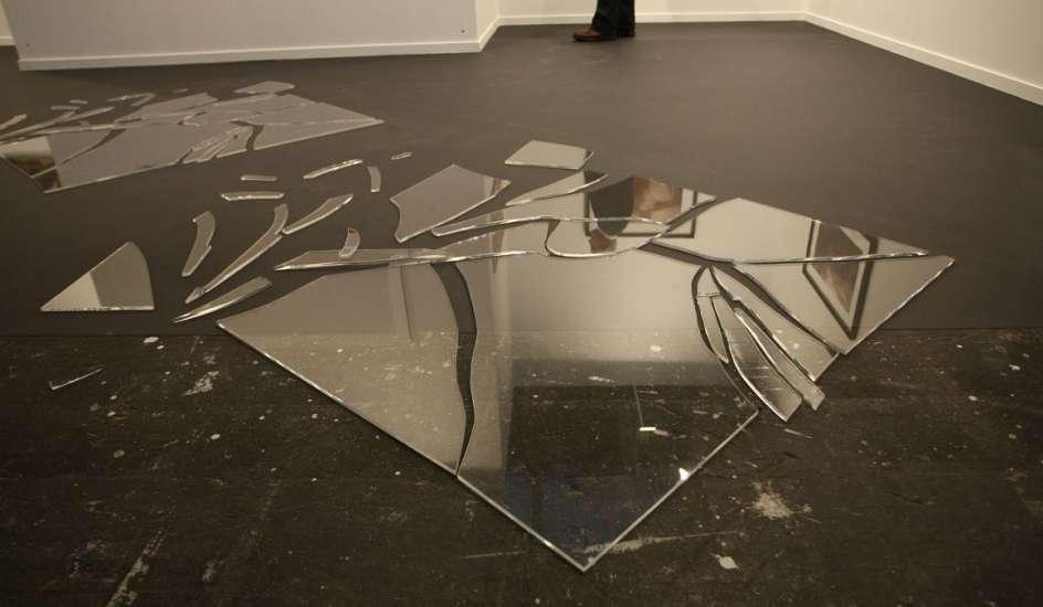 Разбилось зеркало в ванной
