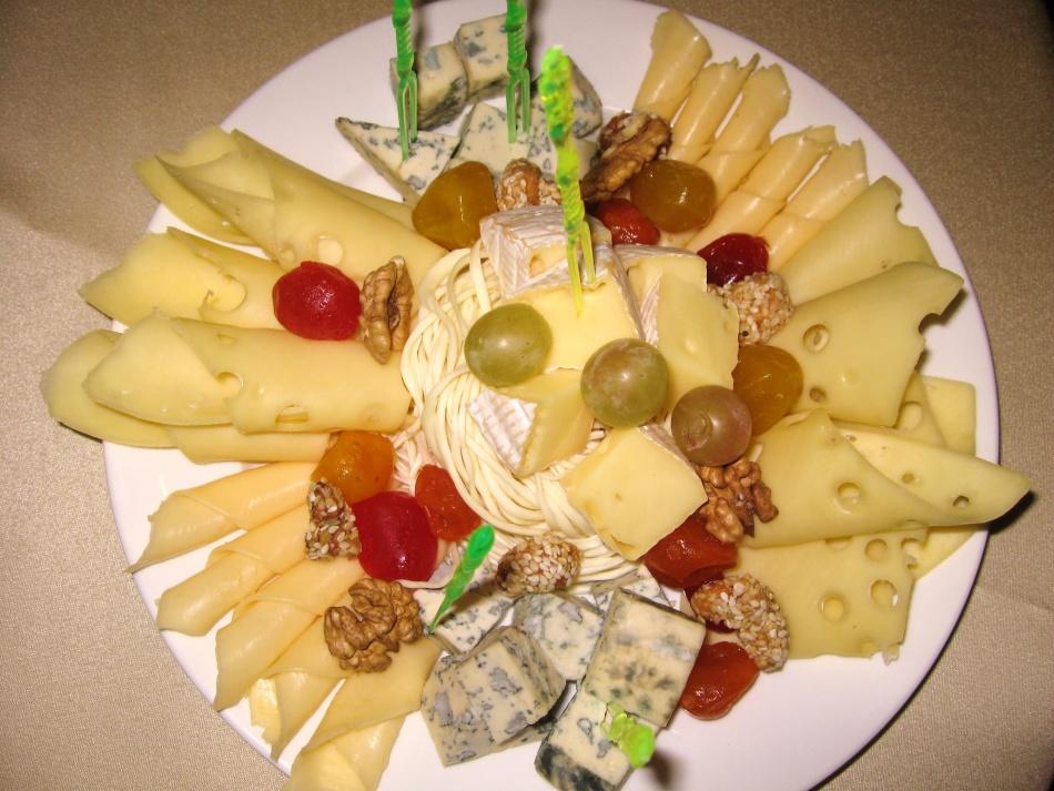 01afb3e7e3f857c562a24de054c656ff Нарезка фруктов (26 фото): как красиво нарезать фрукты праздничный стол? Оформление фруктового ассорти в домашних условиях пошагово