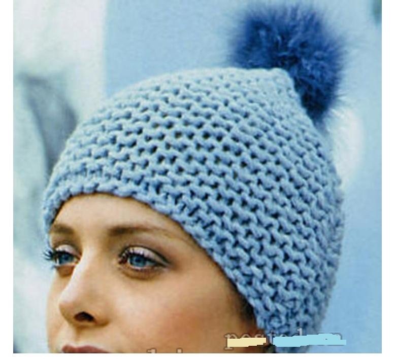Оригинльная модель шапки из толстой пряжи платочной вязкой