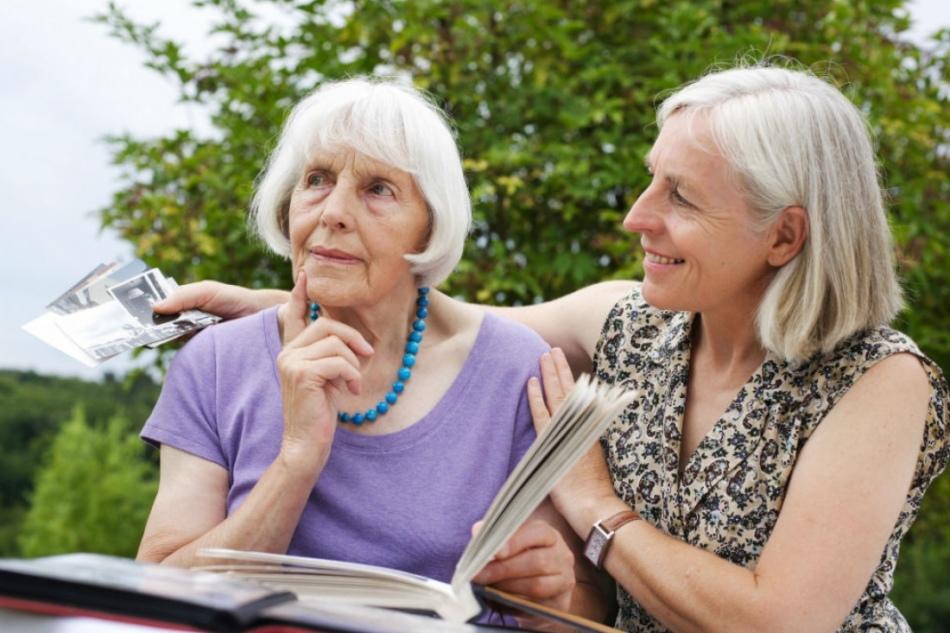 Помощь и поддержка близких необходима на всех этапах болезни альцгеймера