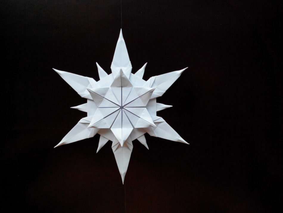 snezhinka-origami-foto1 Как крючком связать красивую снежинку? Снежинки крючком: узор, схемы с описанием для начинающих