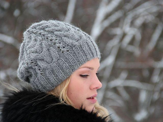 модные вязаные женские шапки в технике бриошь схемы вязания как