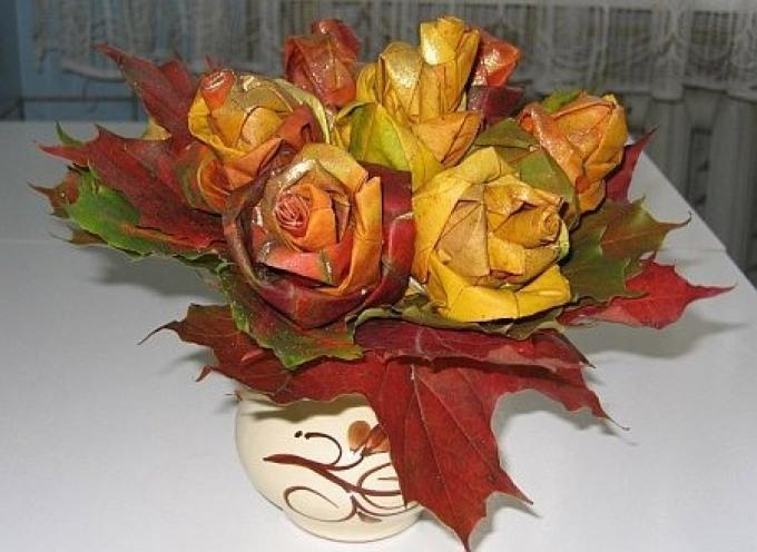 064c1c34946ad558ad2af6d7f19a29a0 Цветы и розы из кленовых листьев своими руками пошагово. Осенние поделки из кленовых листьев – букеты с розами и цветами: мастер класс