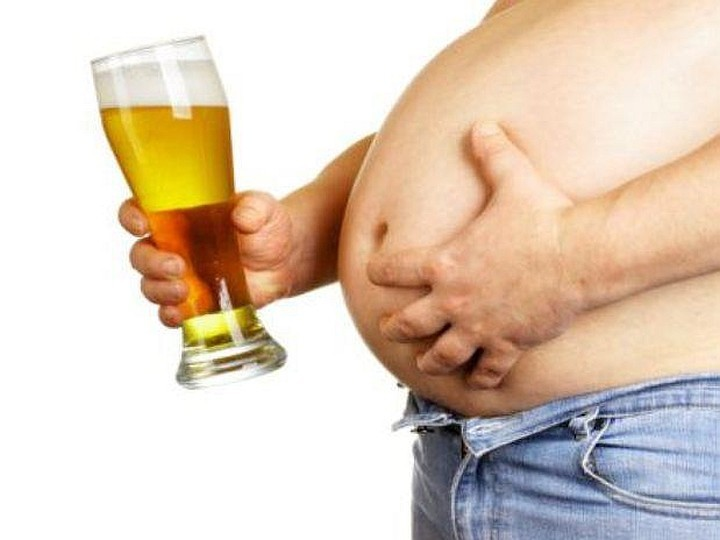 Пиво пагубно влияет и на мужчин
