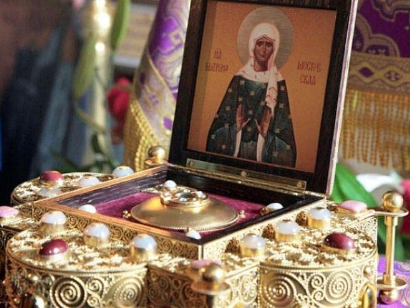 Рака с мощами святой матроны и её икона