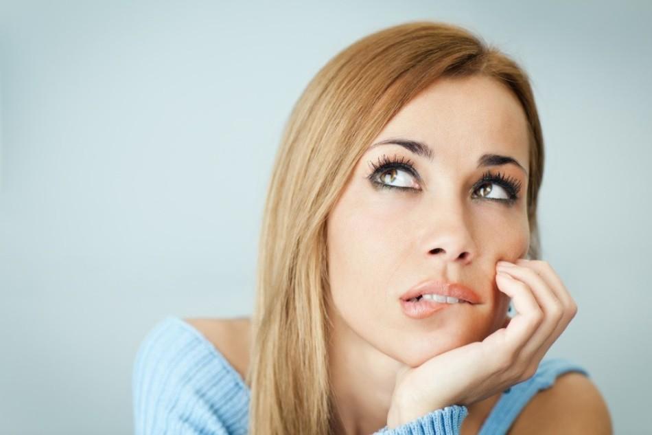 Если у девушки горят щеки, о ней вспоминает жених или поклонник