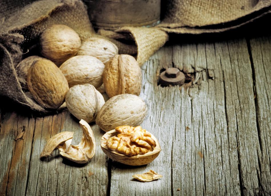 Скорлупа грецкого ореха - то, что может пригодиться при очищении пор