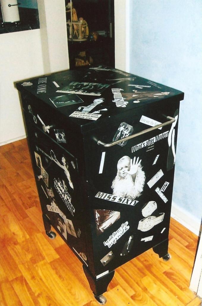 dekupazh-tumbi-virezkami-iz-gazet-i-fotografiyami Декупаж старого шкафа своими руками фото: кухонный мастер-класс, как сделать оформление двери шкафчика
