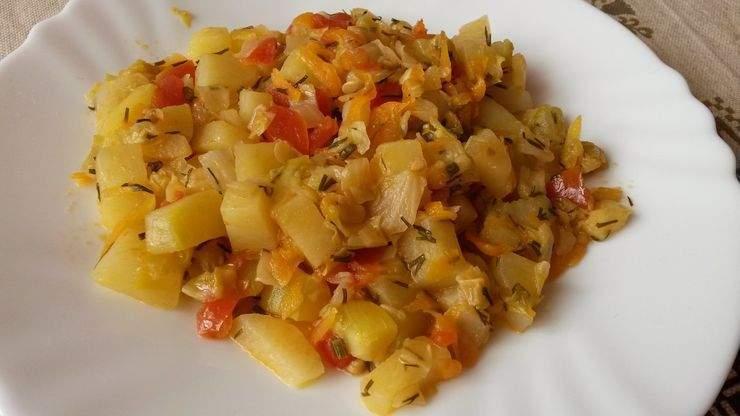 Овощное рагу с кабачками.