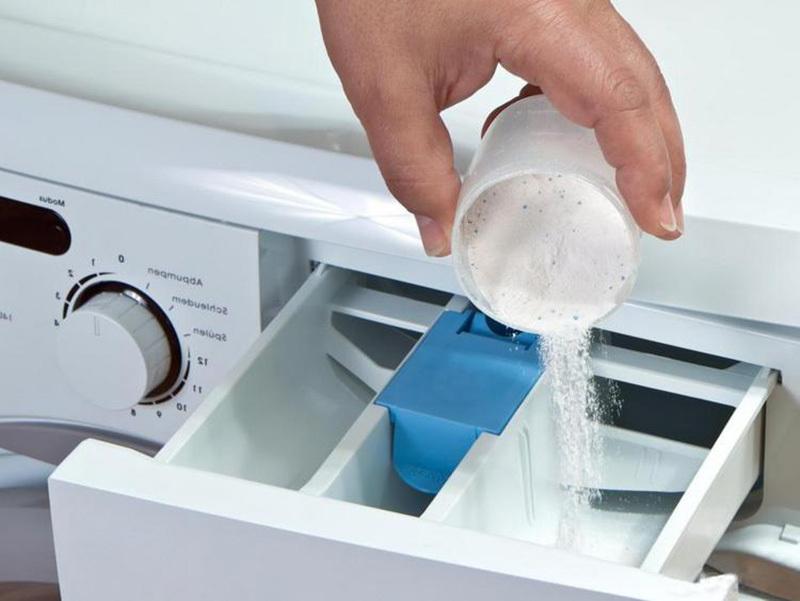 Для чего в стиральной машинке служит каждый отсек?