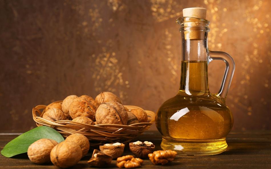 Кроме того, орехи, изюм и мед хорошая и вкусная профилактика от простудных инфекций