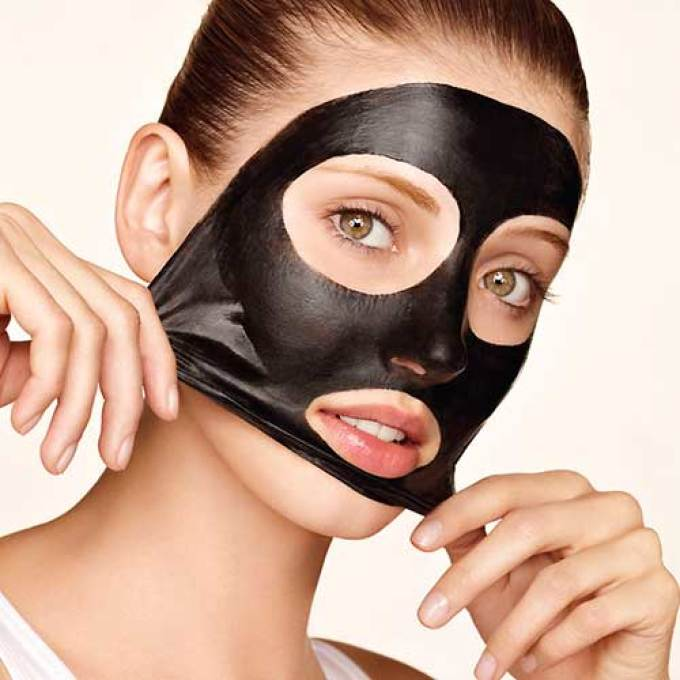 Активированный уголь является важным компонентом многих уходовых средств: мыла, масок, компрессов
