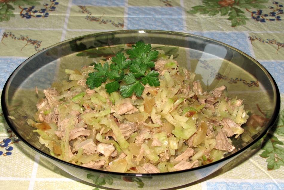 Салат-из-зеленой-редьки-с-говядиной
