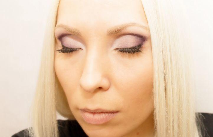 Начинать макияж следует с корректировки формы бровей