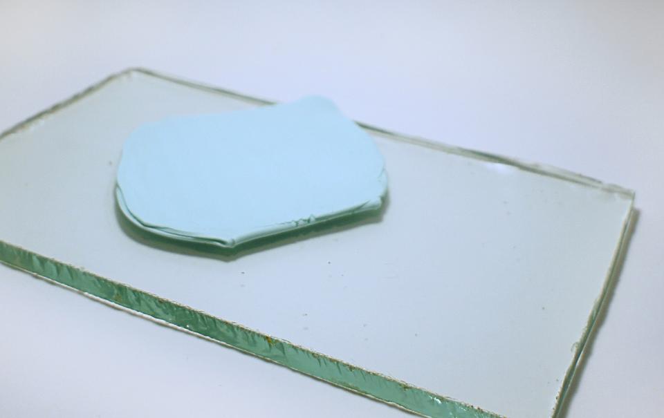 glinu-dlya-zakladki-nuzhno-raskatat-primerno-v-takoi-plast Закладка-уголок из бумаги для книг (оригами): как сделать своими руками