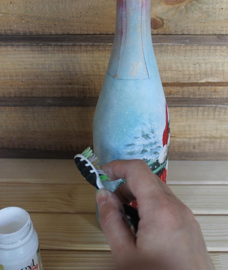 nanesenie-brizg-v-processe-dekupazha Декупаж бутылки шампанского: свадебные своими руками, пошаговое фото, технику как сделать, МК как украсить