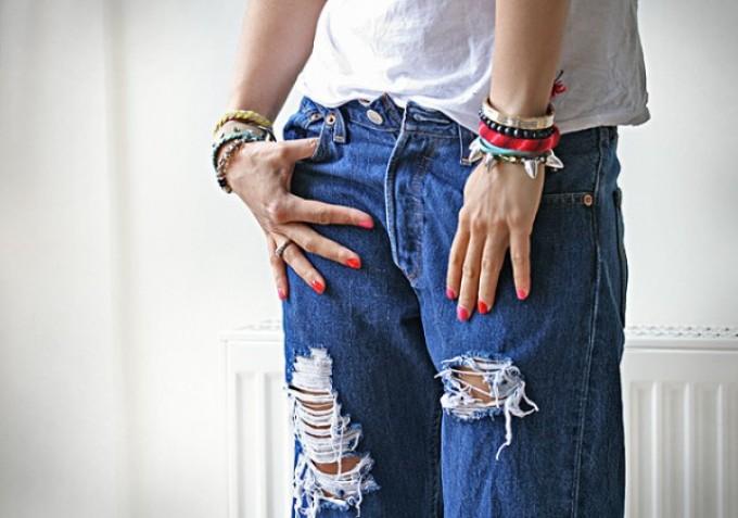 krasivie-dzhinsi-rvanie-na-kolenyah Как сделать красивые дырки и эффект потертости на джинсах своими руками: фото и видео уроки как можно красиво порвать джинсы в домашних условиях поэтапно и из обычных джинс сделать модные рваные