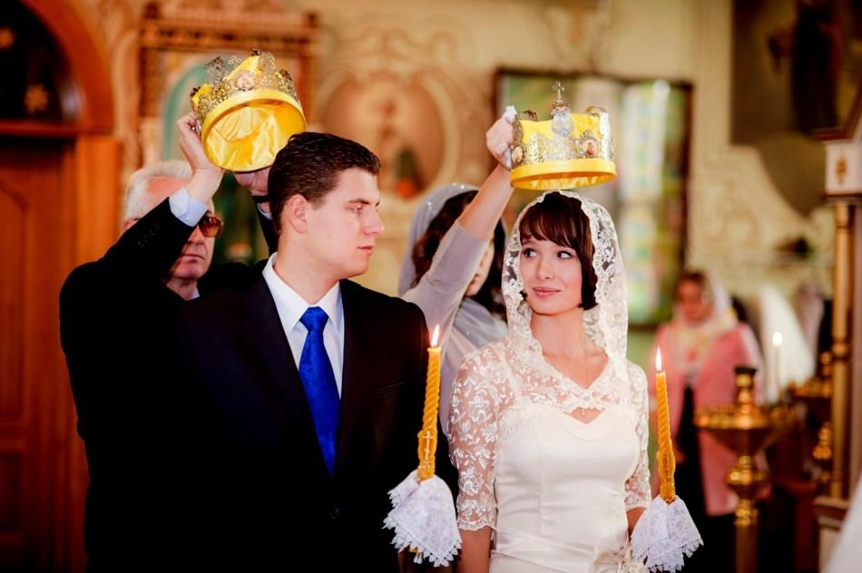 Свидетелями на венчании могут быть старшие друзья жениха и невесты