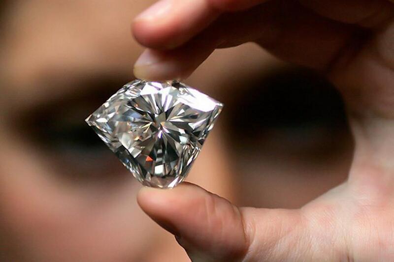 Как отличить настоящий драгоценный камень от подделки?