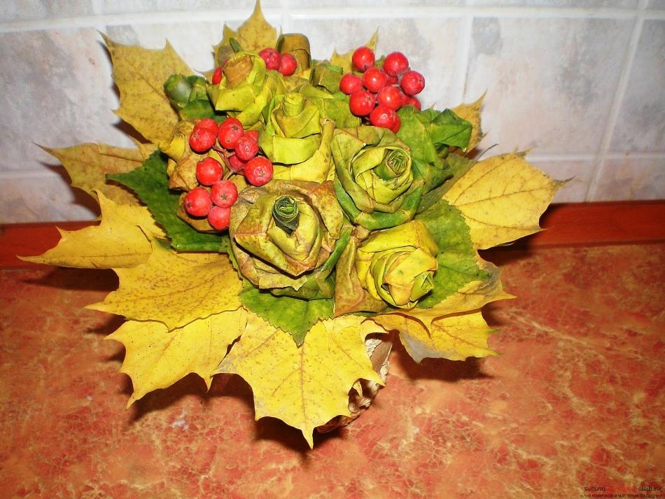 1336748aba88d6419cbea87d6a623f6e Цветы и розы из кленовых листьев своими руками пошагово. Осенние поделки из кленовых листьев – букеты с розами и цветами: мастер класс