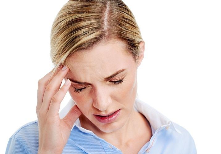 Головная боль в районе лба часто выступает первым сигналом