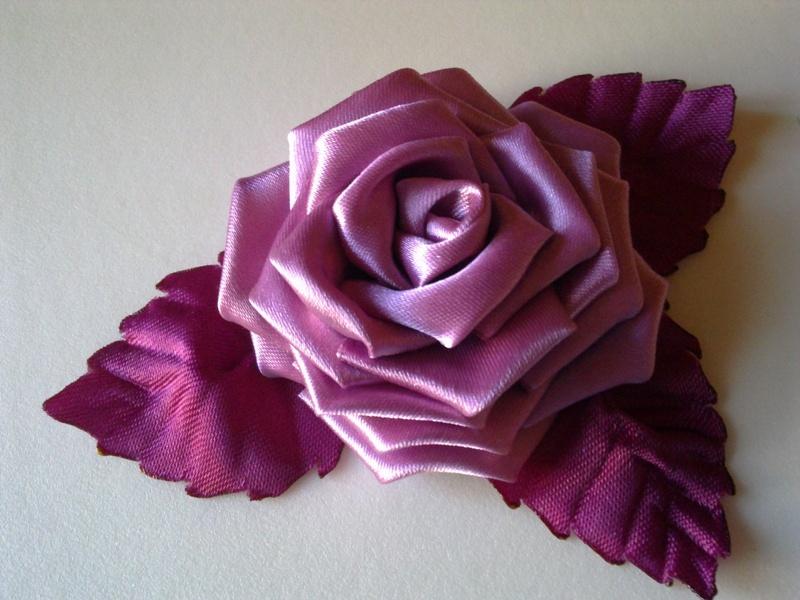 155c8320e20a7ec5df8339ea52bab8af Розы из лент