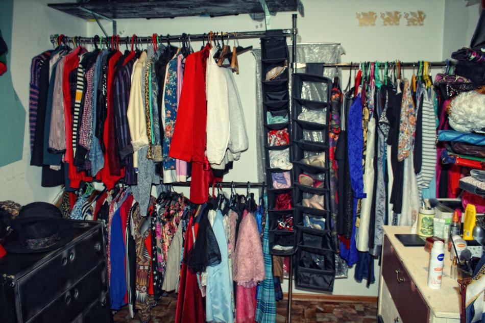 Много одежды во сне предупреждает о риске переутомления наяву.