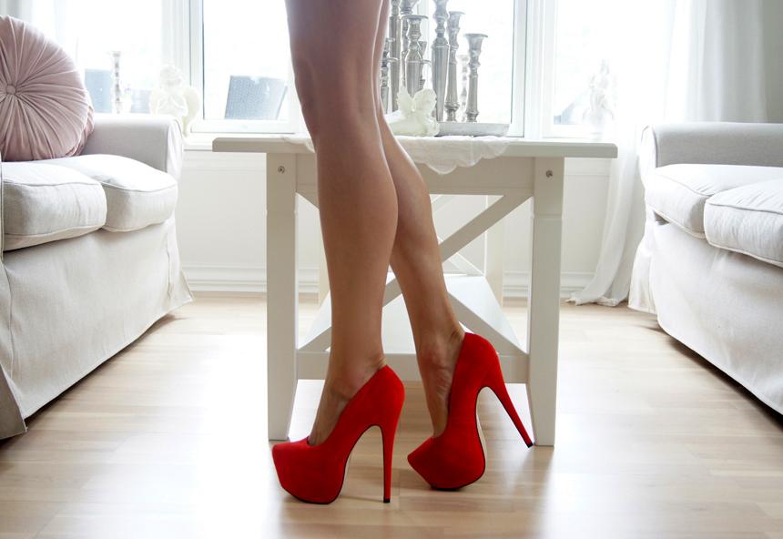 Неудобная модельная обувь часто способствует потоотделению