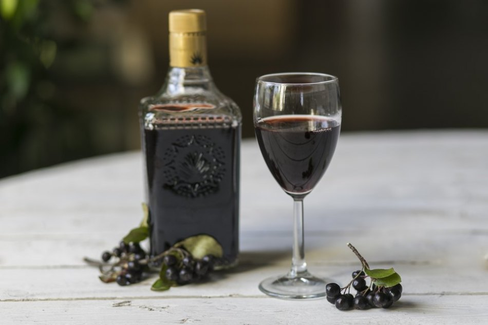 Напитки из черноплодной рябины