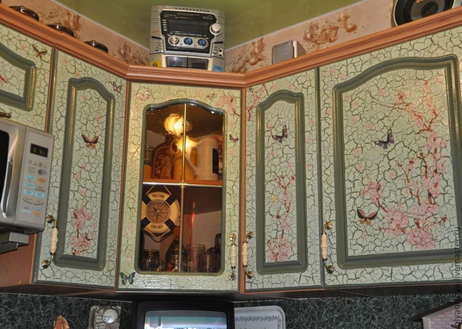 dekupazh-s-krakelyurom Декупаж старого шкафа своими руками фото: кухонный мастер-класс, как сделать оформление двери шкафчика