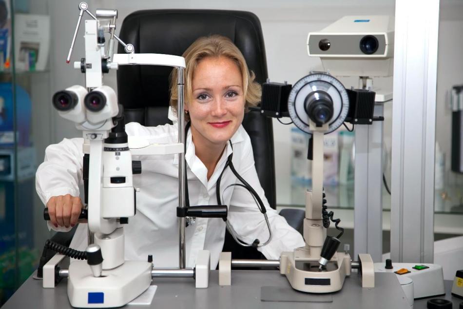 Врач-офтальмолог