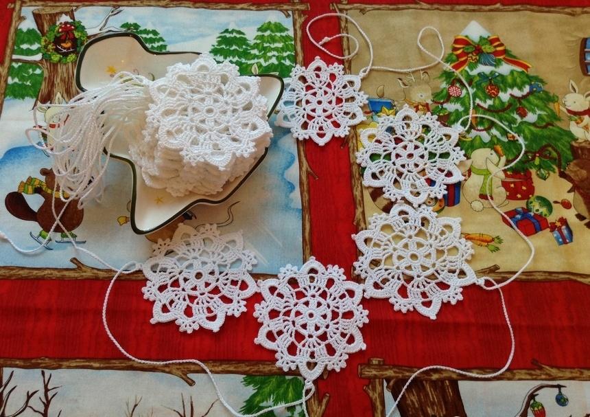 1814f4e5bb6dfdb1933ab44fbf296640 Как сделать гирлянду из бумаги своими руками — схемы, шаблоны. Как сделать гирлянду из гофрированной бумаги. Гирлянды на день рождение, свадьбу, новый год в домашних условиях