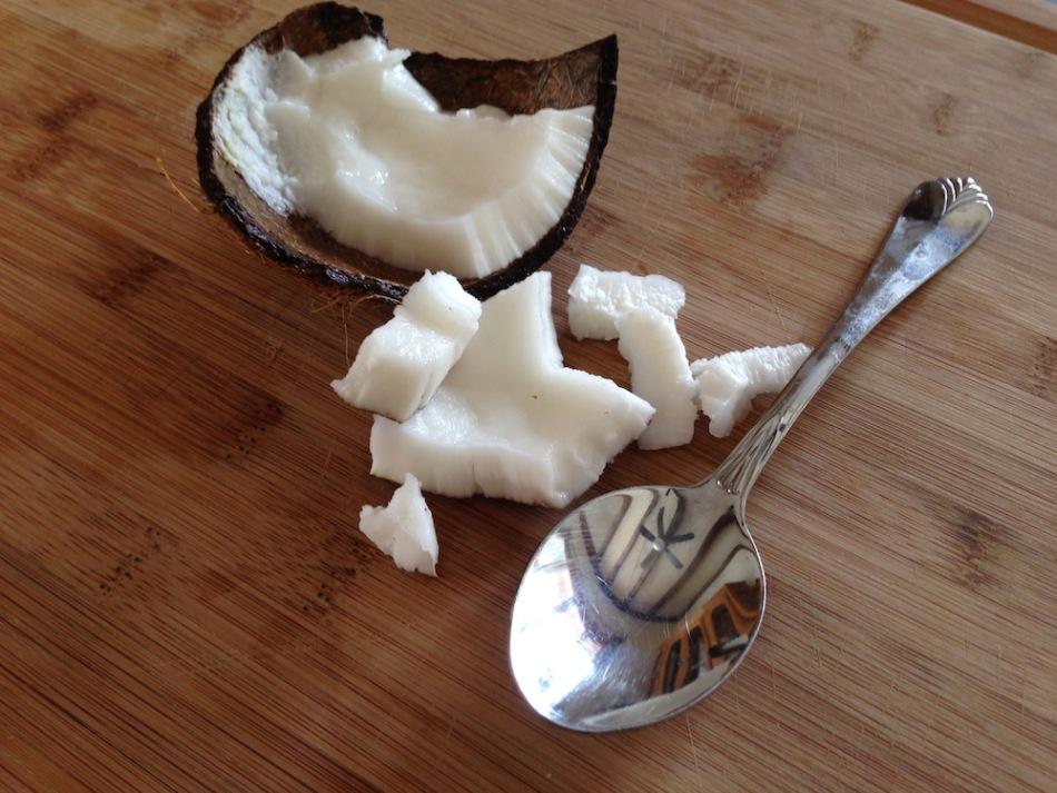 Вещества, которыми богата мякоть и молочко кокоса, способны усилить обмен веществ