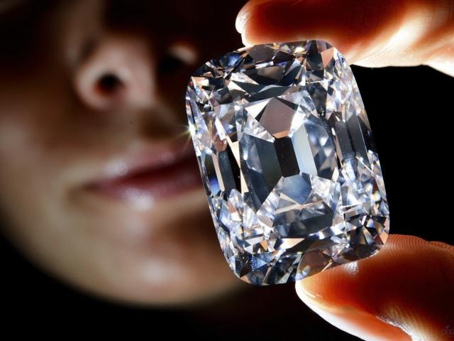 Ювелирные изделия и золотые украшения с бриллиантами  фото, как носить  Самые  красивые, дорогие бриллианты и самый большой бриллиант в мире  фото,  описание 77d6c163c42