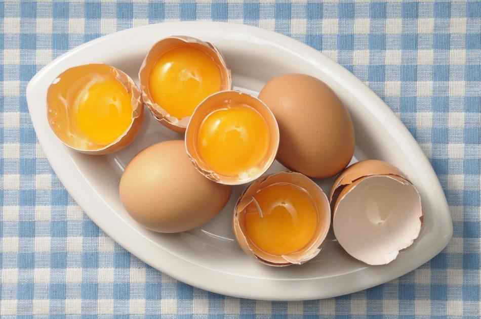 Маски с яичным желтком