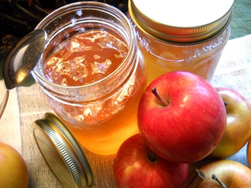 Варенье из яблок с лимоном имеет приятную кислинку и лимонный аромат