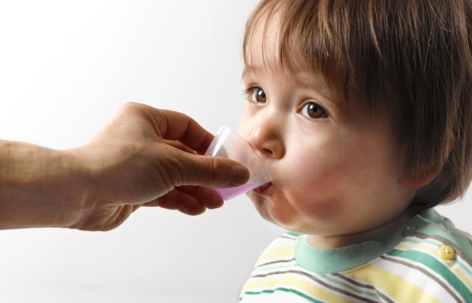Прием сиропа для детей