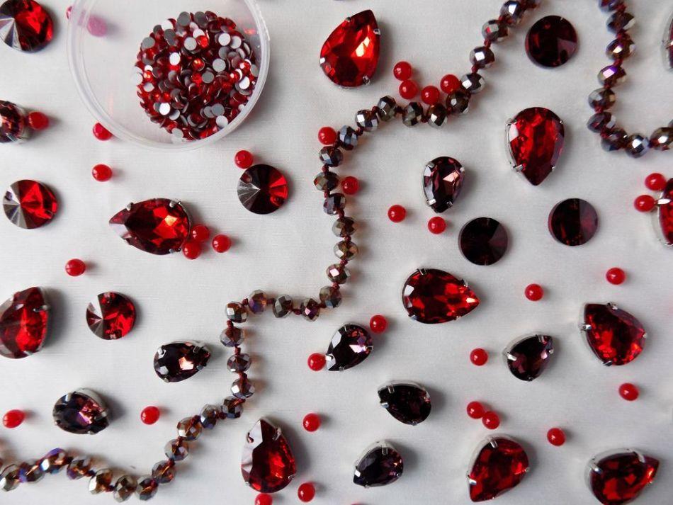 Беззаботную яркую жизнь обещают красные камни из сновидения.