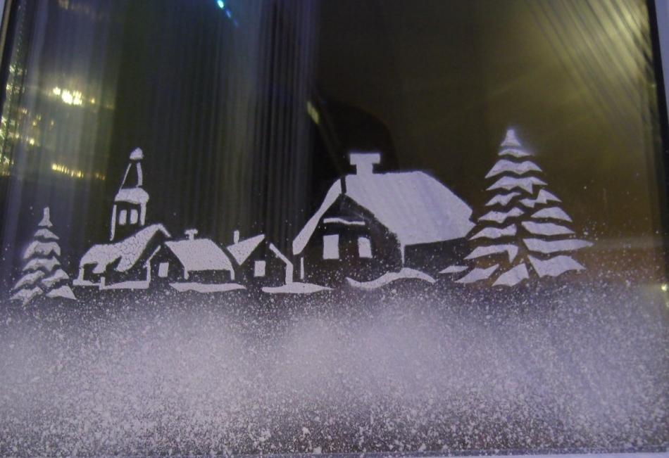 сейчас рисунок на стеклах снегом что можете
