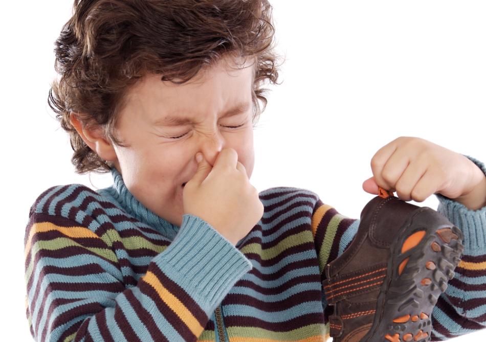 Неприятный запах ног у ребенка
